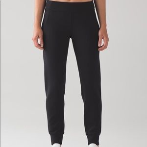 NWT Lululemon Embrace the Space Pant. Size 8.